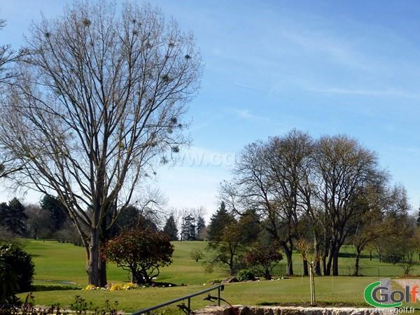 Zone de pitching green du golf de Saint-Nom-La-Bretèche dans les Yvelines proche de Paris et Versailles