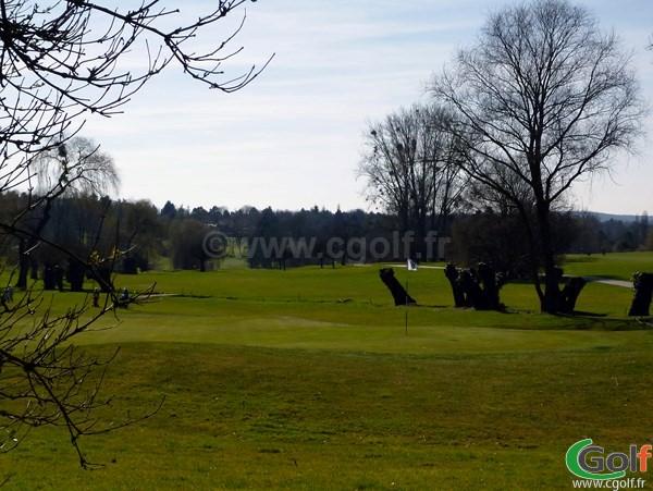 Green n°18 du golf de Saint-Nom-La-Bretèche en Ile de France proche de Paris