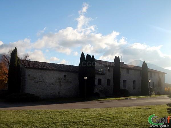 Le club house du gof du Chateau de Taulane proche de Grasse dans le Var à la Martre