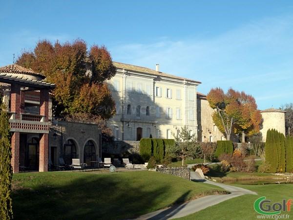 L'hotel du golf au Chateau de Taulane dans l'arrière pays de Grasse proche de Castellane à la Martre