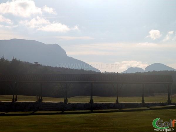 Le practice du golf au Chateau de Taulane dans le Var proche de Grasse et Castellane à la Martre