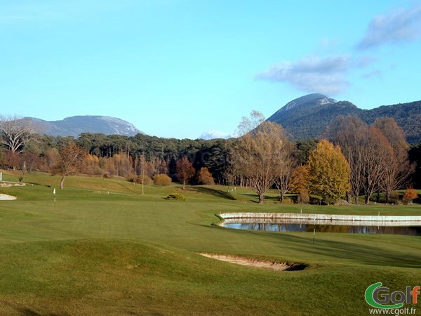 Le double green des trous n°9 et 18 du golf de Taulane proche de Grasse dans le Var