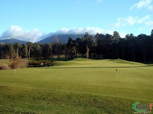 Le putting green du golf au Chateau de Taulane proche de Grasse à la Martre