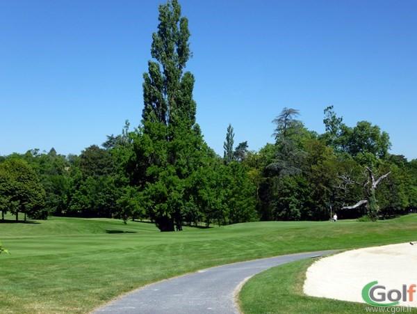 Fairway du golf de Salvagny parcours du Chateau en Rhône Alpes proche de Lyon