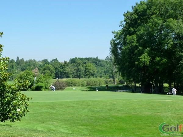 Green n°9 du golf de Salvagny parcours des Etangs en Rhône Alpes proche de Lyon