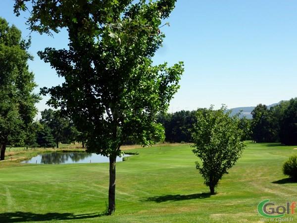 Fairway n°9 du golf de Salvagny parocurs des Etangs proche de Lyon en Rhône Alpes