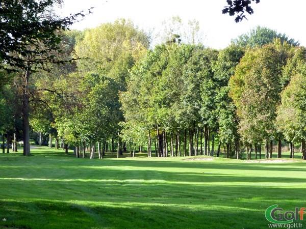 Le fairway du n°1 du golf de Val-de-l'Indre à Villedieu dans la région centre dans l'Indre