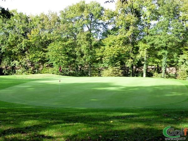 Le green n°2 du golf Val-de-l'Indre dans la région centre à Villedieu-sur-Indre