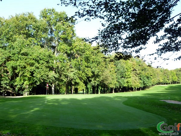 Le green n°8 dans l'Indre sur le golf du Val de l'indre à Villedieu dans la région Centre