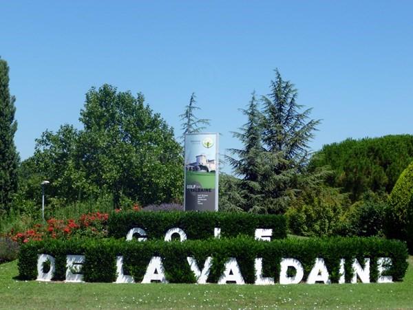Entrée du golf de la Valdaine proche de Montélimar en Rhone Alpes dans la Drôme