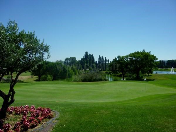 Green n°2 du golf de la Valdaine en Rhône-Alpes proche de Montélimar à Montboucher