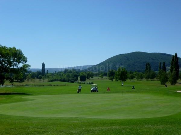 Green n°9 du golf de la Valdaine proche de Montélimar en Rhône Alpes dans la Drôme