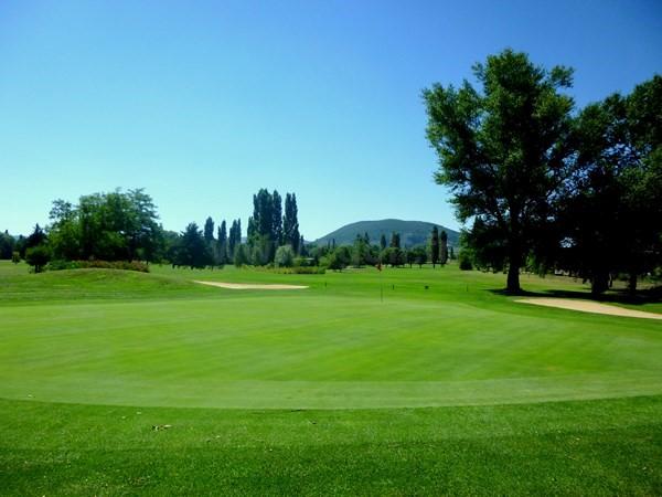 Green n°10 du golf de la Valdaine en Rhône-Alpes dans la Drôme proche de Montélimar