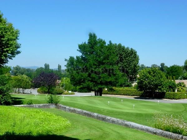Putting green du golf de la Valdaine proche de Montélimar en Rhône-Alpes dans la Drôme