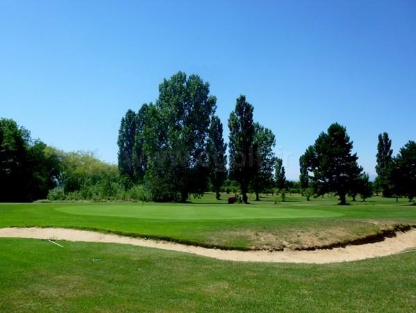 Green du golf de Valence SAint Didier en Rhône Alpes dans la Drôme provençale