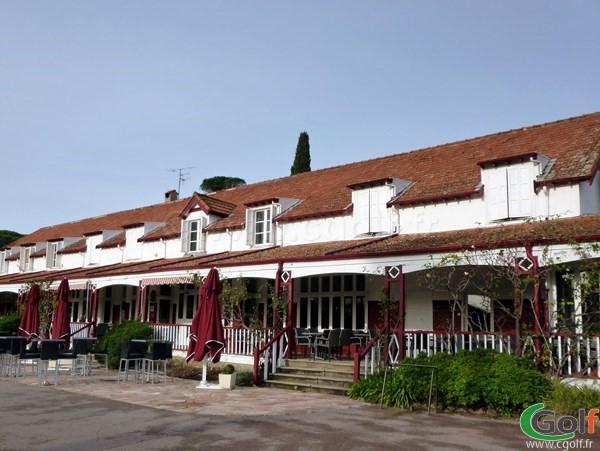 Le club house restaurant du golf de Valescure à Saint Raphael dans le Var en région PACA