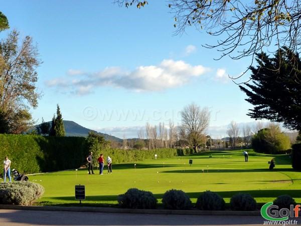 Le putting green du golf de Valgarde à Toulon La Garde dans le Var en Provence