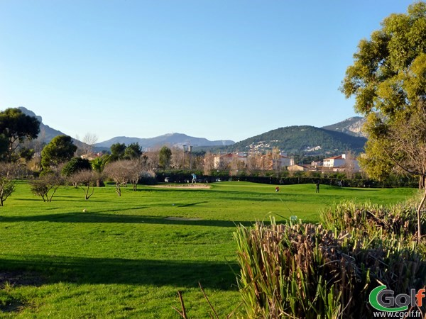 Un trou du pitch and putt au golf de Valgarde à La Garde dans le Var proche de Toulon