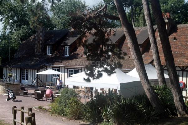 Terrasse du restaurant du golf de Cabourg en Normandie dans le Calvados