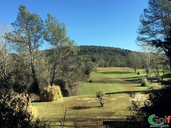 Trou n°1 du golf de Villeneuve-Loubet dans les Alpes Maritimes en PACA proche de Nice