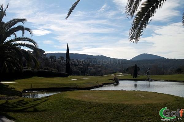 Le départ n°3 du golf de Riviera Mandelieu dans les alpes maritimes proche de l'estérel