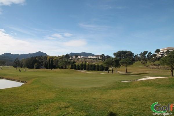 Le green n°18 du golf de Riviera à Mandelieu dans les Alpes Maritimes sur la Cote d'Azur