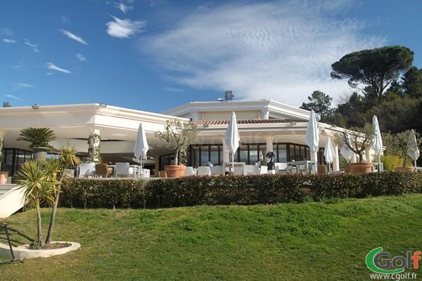 La terrasse du restaurant au golf de Riviera Mandelieu sur la Cote d'Azur en PACA
