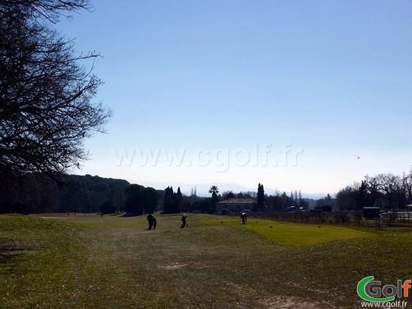 Le départ du trou n°1 au set golf à Aix en Provence sur la Cote d'Azur
