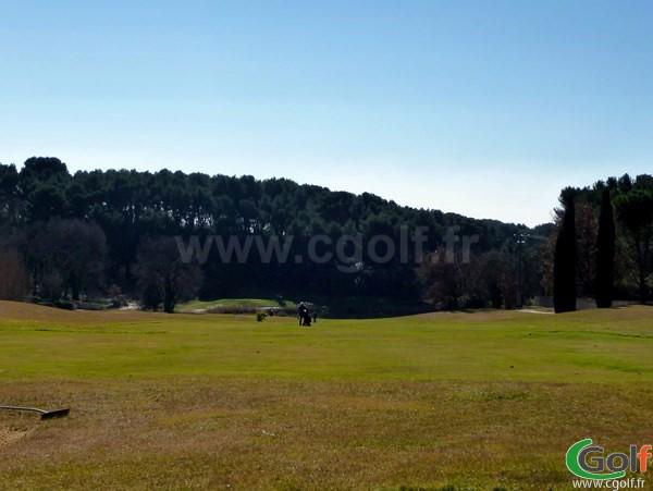 Fairway du trou n°11 du Set Golf à Aix-en-Provence dans les Bouches du Rhone