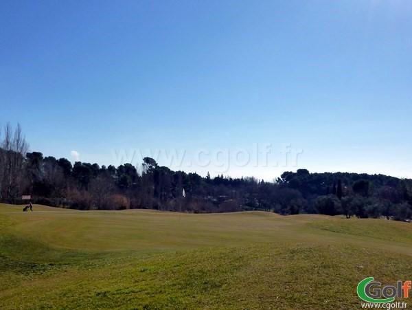 Le green n°11 du Set Golf à Aix en Provence dans les Bouches du Rhone