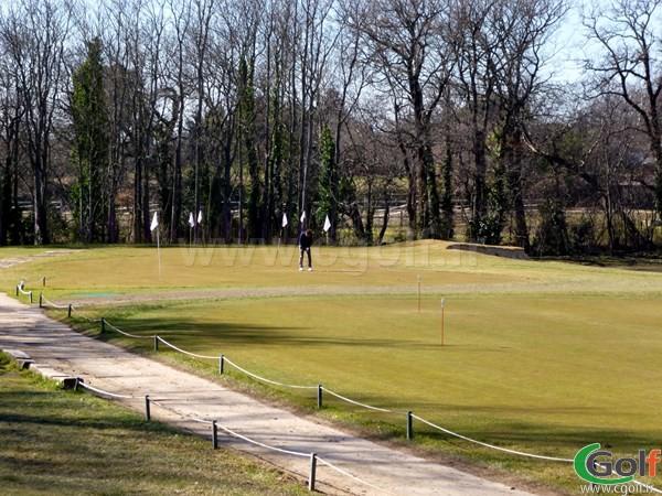 Le pitching green du Set Golf dans les Bouches du Rhone à Aix en Provence